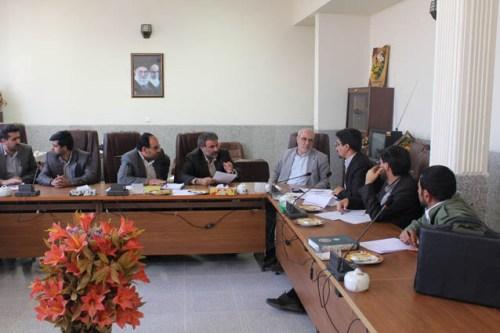 جلسه  تعیین تکلیف انتقال اسناد اراضی حبیب آباد، کمشچه و شاپور آباد از منابع طبیعی به راه و شهرسازی