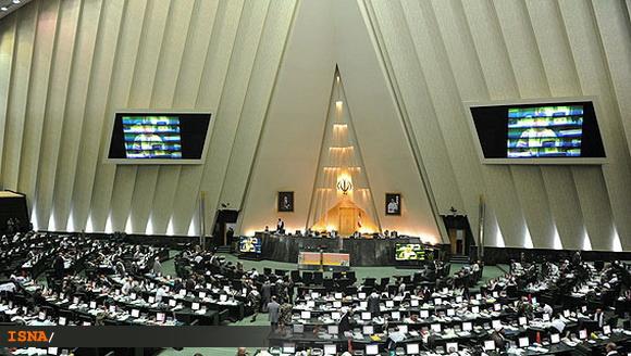 حاجی : مجلس به سمت اشرافیگری تغییر موضع داده است