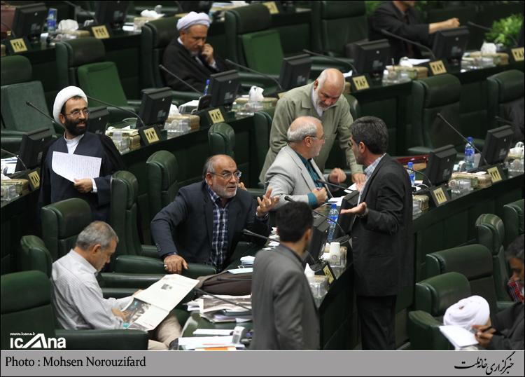 حاجی : استقلال صدا وسیما با فشار برآن برای نگرش جانب دارانه قابل جمع نیست.