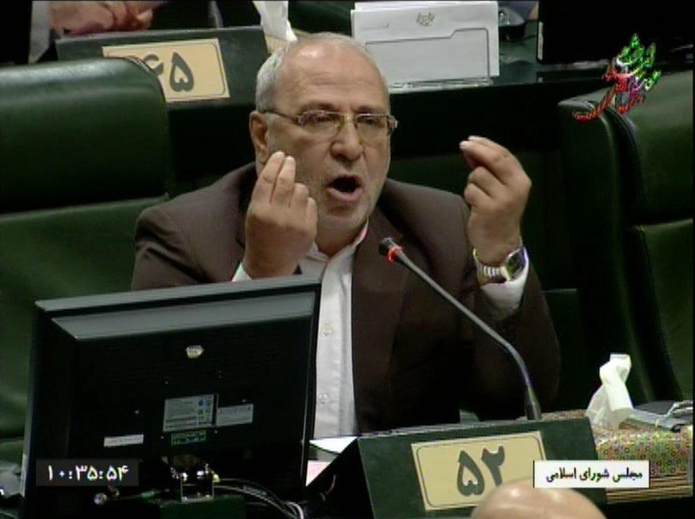 مصطفی پور محمدی برای پاسخ به سئوال حسینعلی حاجی در مجلس  حضور یافت