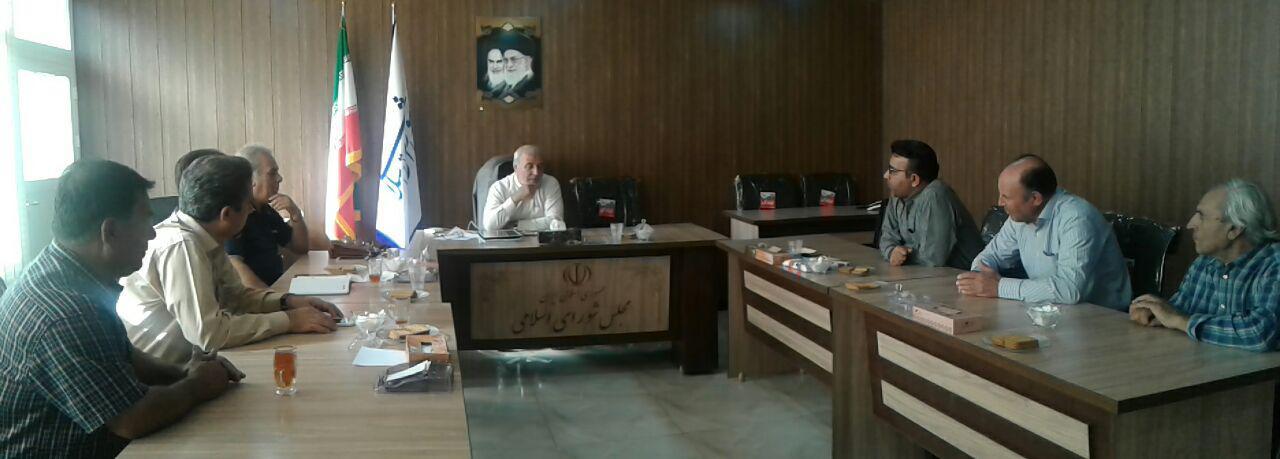 دیدار رئیس اداره فرهنگ و ارشاد اسلامی شاهین شهر و میمه و جمعی از هنرمندان با جناب آقای حاجی