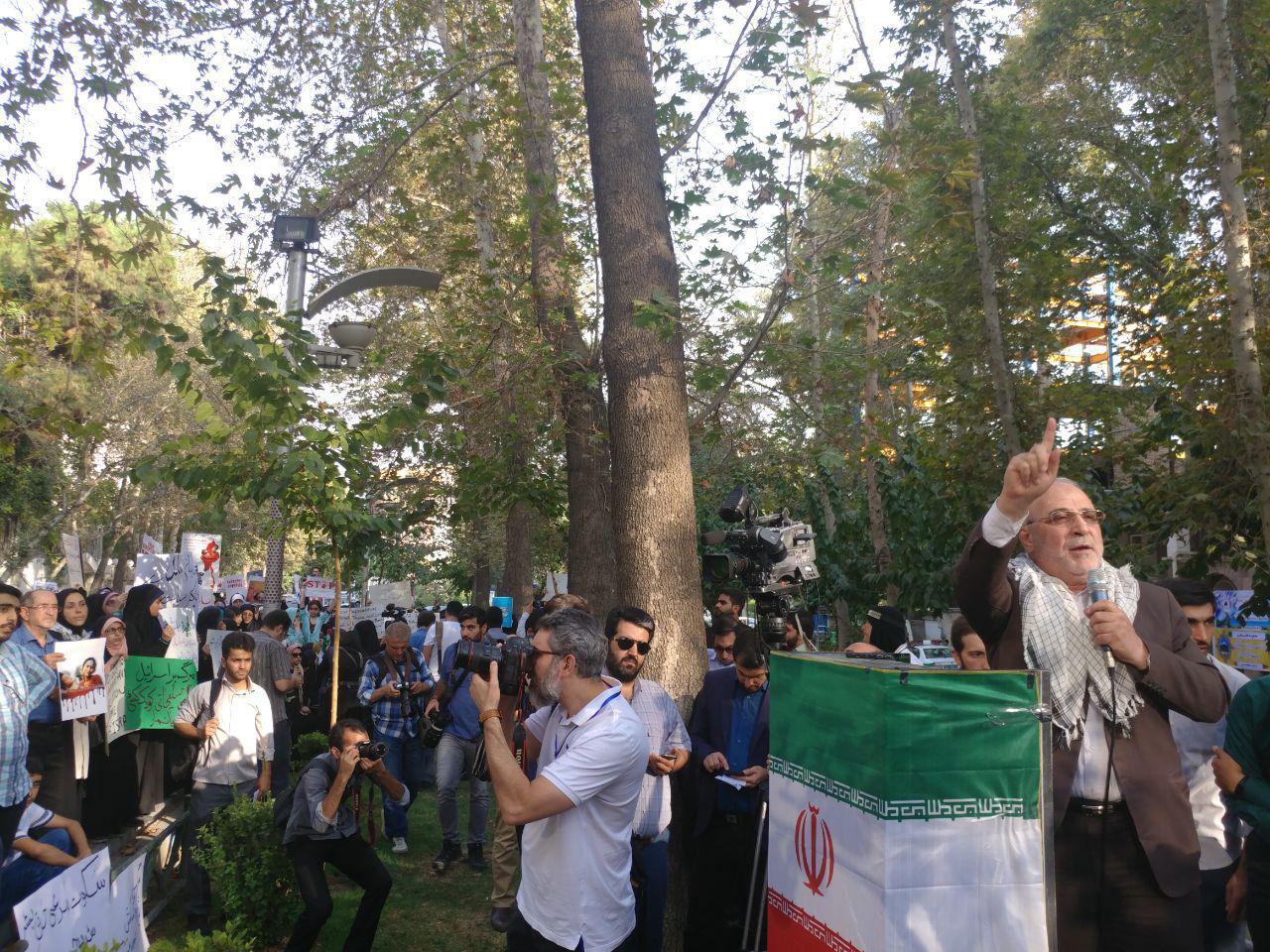 فوری؛ هم اکنون سخنرانی حاجی  – مقابل دفتر سازمان ملل متحد در تهران- تجمع دانشجویی در محکومیت کشتار مسلمانان میانمار