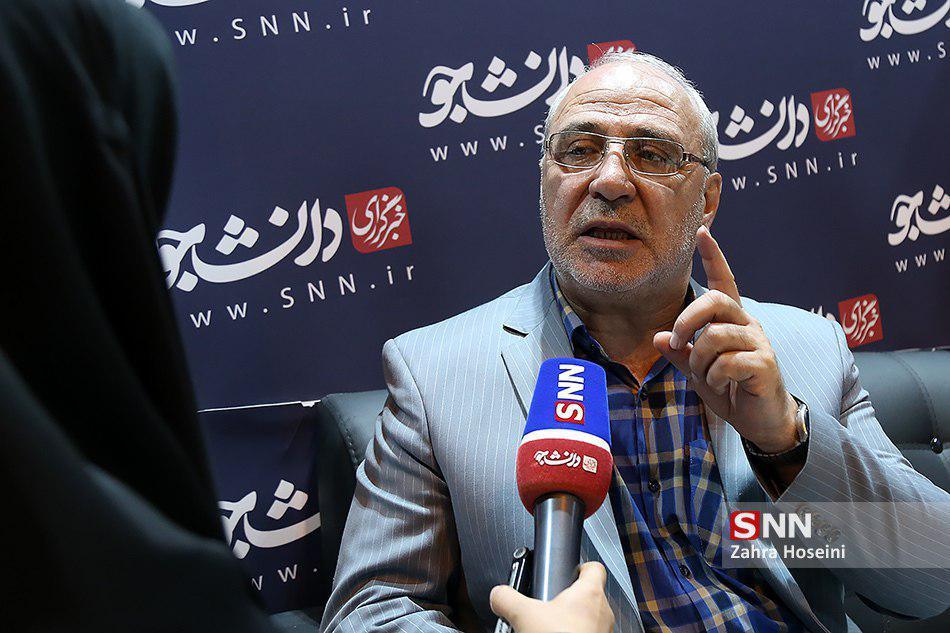 حاجی در گفتگو با دانشجو :کمیسیون امنیت ملی باید گزارش دستگاه دیپلماسی را تجزیه و تحلیل کند و نقاط ضعف و قوت را اعلام نماید