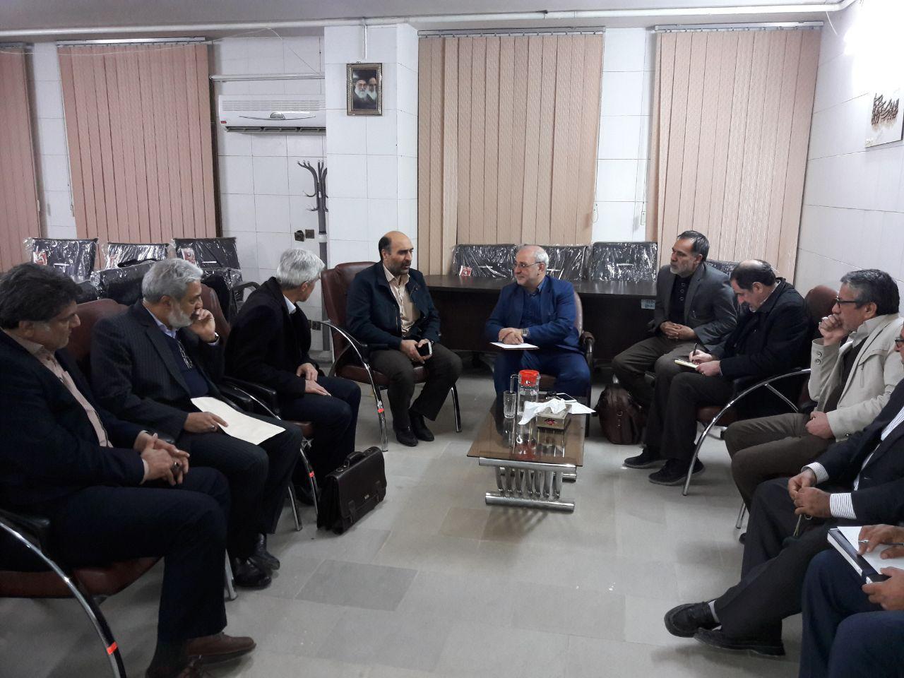 اتحادیه صنف طلا و جواهر استان اصفهان با حضور در دفتر جناب آقای حاجی با ایشان دیدار و درخصوص مالیات بر ارزش افزوده گفتگو کردند.