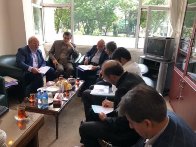 ✳️  آقای حاجی در جلسه بررسی سوال از وزیر نفت:  🔺 هیچ اولویتی برای استخدام نیروهای بومی در پالایشگاه اصفهان وجود ندارد.