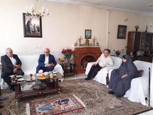 حضور آقای حاجی در منزل شهیدان والامقام احمد و نادر رفیعی – شاهین شهر