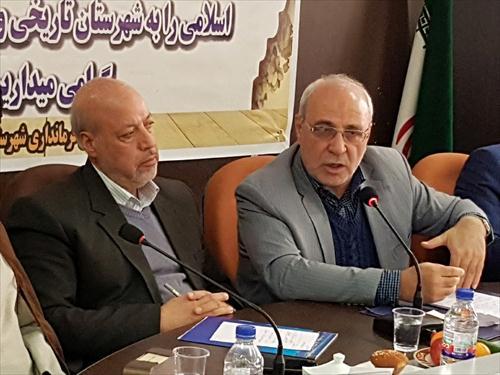 🔺پیرو دعوت آقای حاجی از دکتر رضایی انجام می شود:  ♨سفر استاندار اصفهان به بخش میمه+اصلاحیه