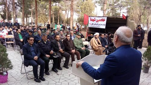 به مناسبت چهلمین سالگرد انقلاب اسلامی و با حضور مردم و مسئولین گلزار شهدا ی شاهین شهر غباروبی شد.