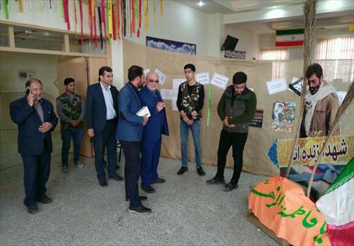 بازدید آقای حاجی از نمایشگاه هنرستان شهید نواب و دستاوردهای ۴۰ ساله انقلاب اسلامی شاهین شهر