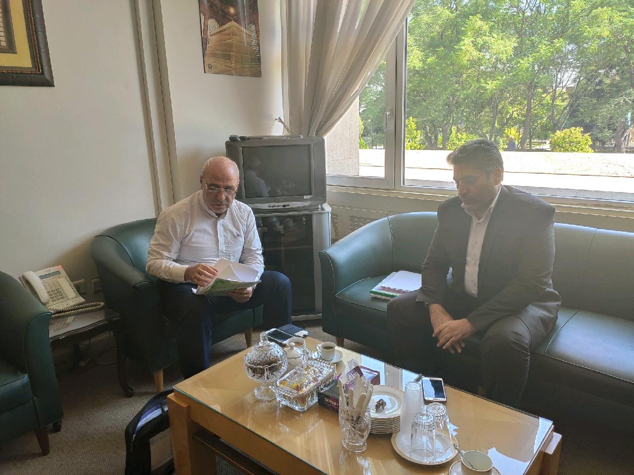 معاون وزیر راه و شهرسازی با آقای حاجی دیدار کرد