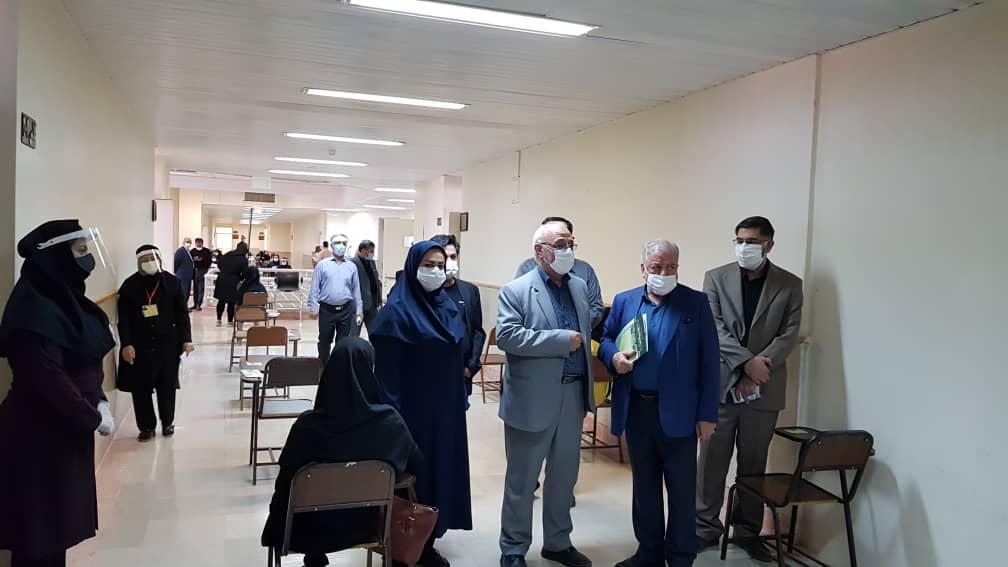 آقای حاجی به همراه دکتر خاتمی از حوزه آزمون سراسری بازدید کرد