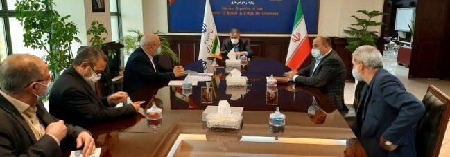 دیدار و گفتگو  آقای حاجی با وزیر راه و شهرسازی است