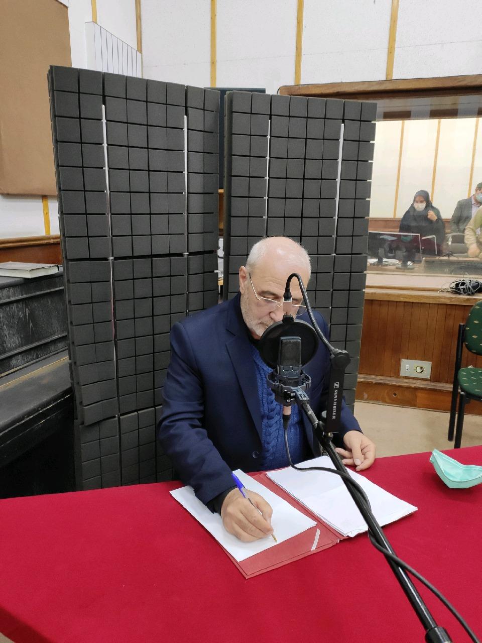 صوت – حسینعلی حاجی  در برنامه رادیویی «کافه رسانه»