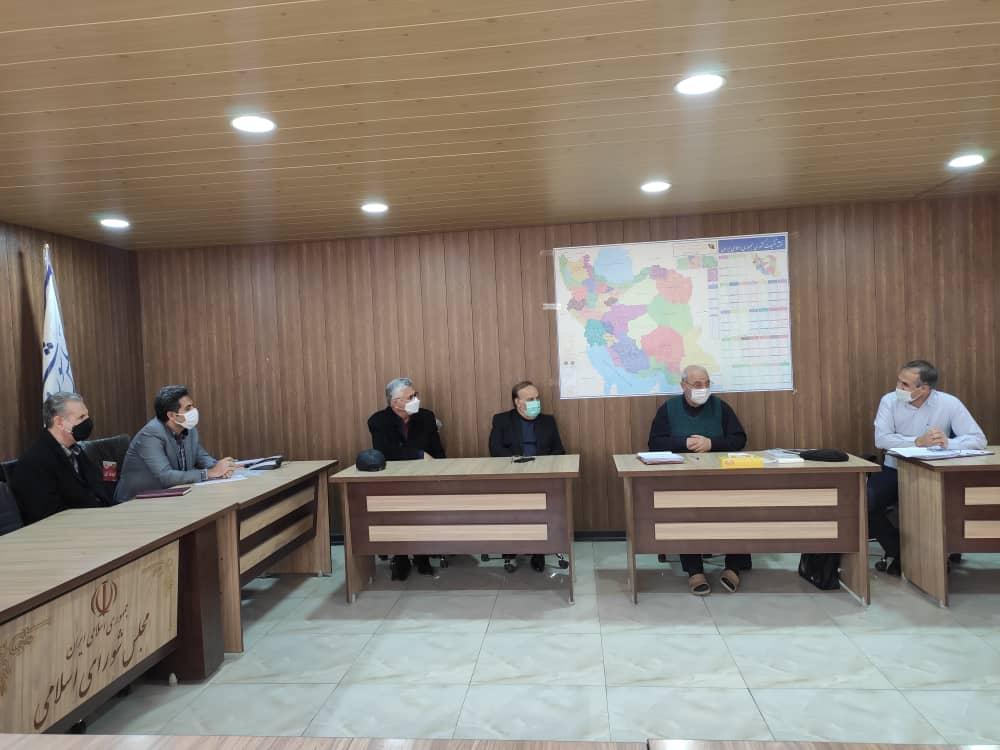 جلسه رسیدگی به آخرین وضعیت احداث ساختمان دانشکده فنی و حرفه ای شاهین شهر