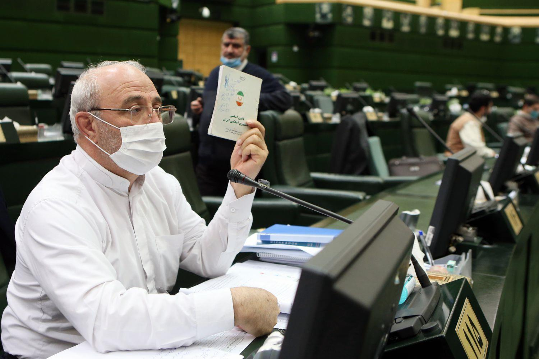 نمایندگان مجلس مصمم به استیضاح وزیر اقتصاد هستند