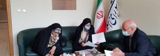 دکتر زهره الهیان در خصوص طرح طب ایرانی اسلامی با آقای حاجی گفتگو کردند